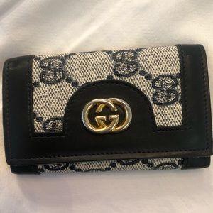 Gucci monogram key holder